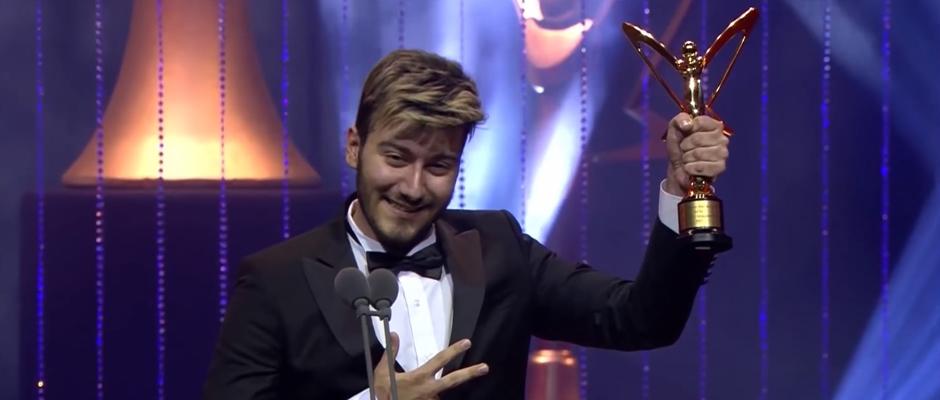 Altın Kelebek Ödülü geri alınan Enes Batur'dan basın açıklaması