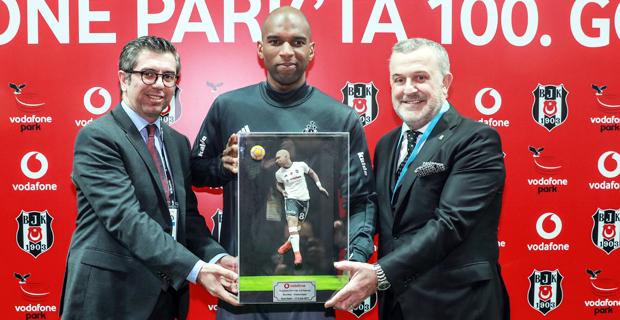 Beşiktaş, Vodafone Park'taki 100. golünü kutladı
