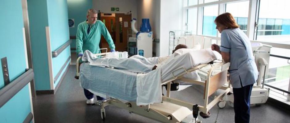 İngiltere'de sağlık sistemi krizi: 'Hastalar, hastane koridorlarında ölüyor'