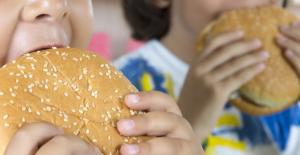 İnsan yemek yerken neden boğulur ve boğulmamak için ne yapılması gerekir?
