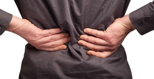 Dinlendikçe artan ve uykudan uyandıran bel ağrısı ankilozan spondilit habercisi olabilir